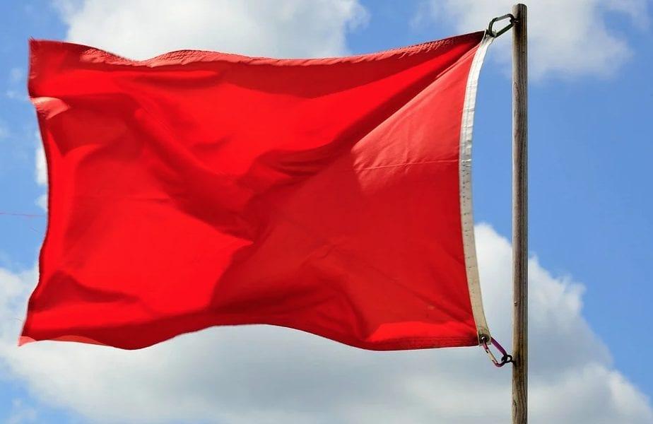 Tres playas en Los Alcázares siguen con bandera roja