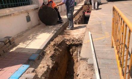 El Ayuntamiento de Los Alcázares acuerda con Aqualia la mejora de la red de saneamiento del entorno de la Base Militar