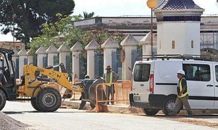 El vallado de la Base Aérea de Los Alcázares que se reconstruye tras la DANA llevará un canal de desagüe