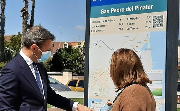 Turismo y Deportes comienza en San Pedro del Pinatar la señalización de la ruta cicloturista EuroVelo 8